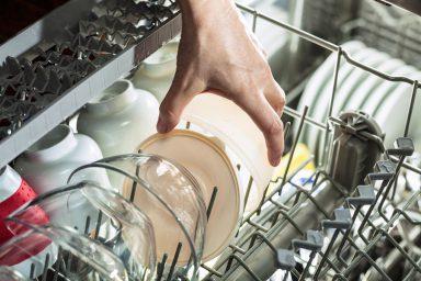 Dlaczego naczynia umyte w zmywarce są wyszczerbione?