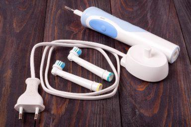 Szczoteczka soniczna czy elektryczna – jak dokonać wyboru