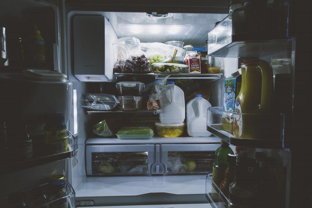Czego nie trzymać w lodówce