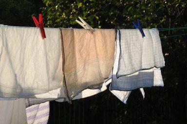 pralka robi dziury w praniu