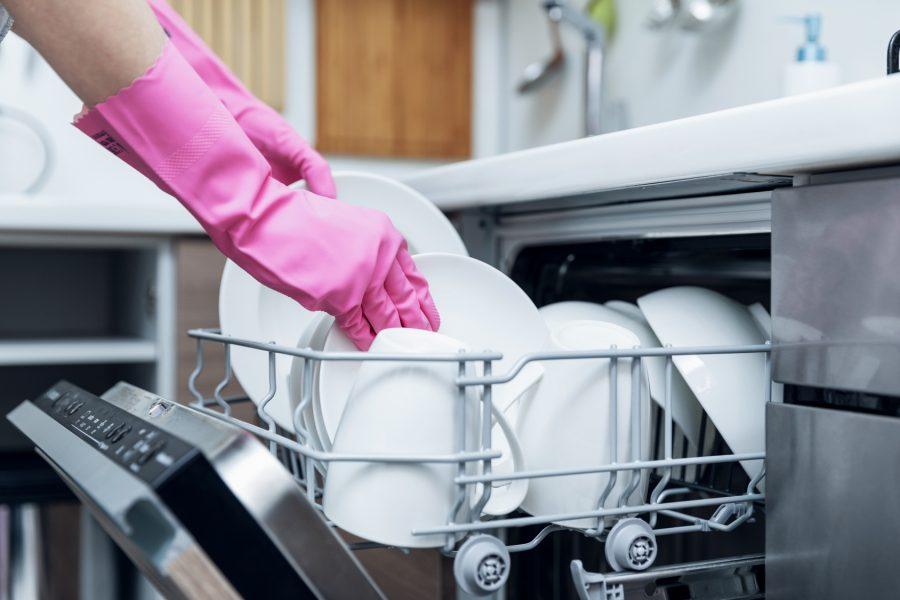 Najczęściej popełniane błędy podczas mycia w zmywarce