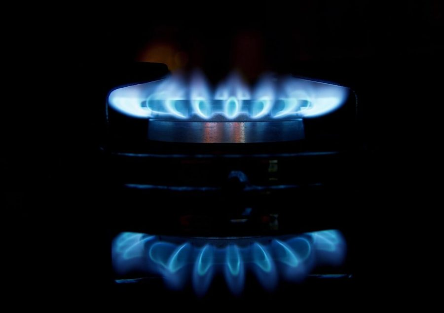 Palnik syczy w kuchence gazowej