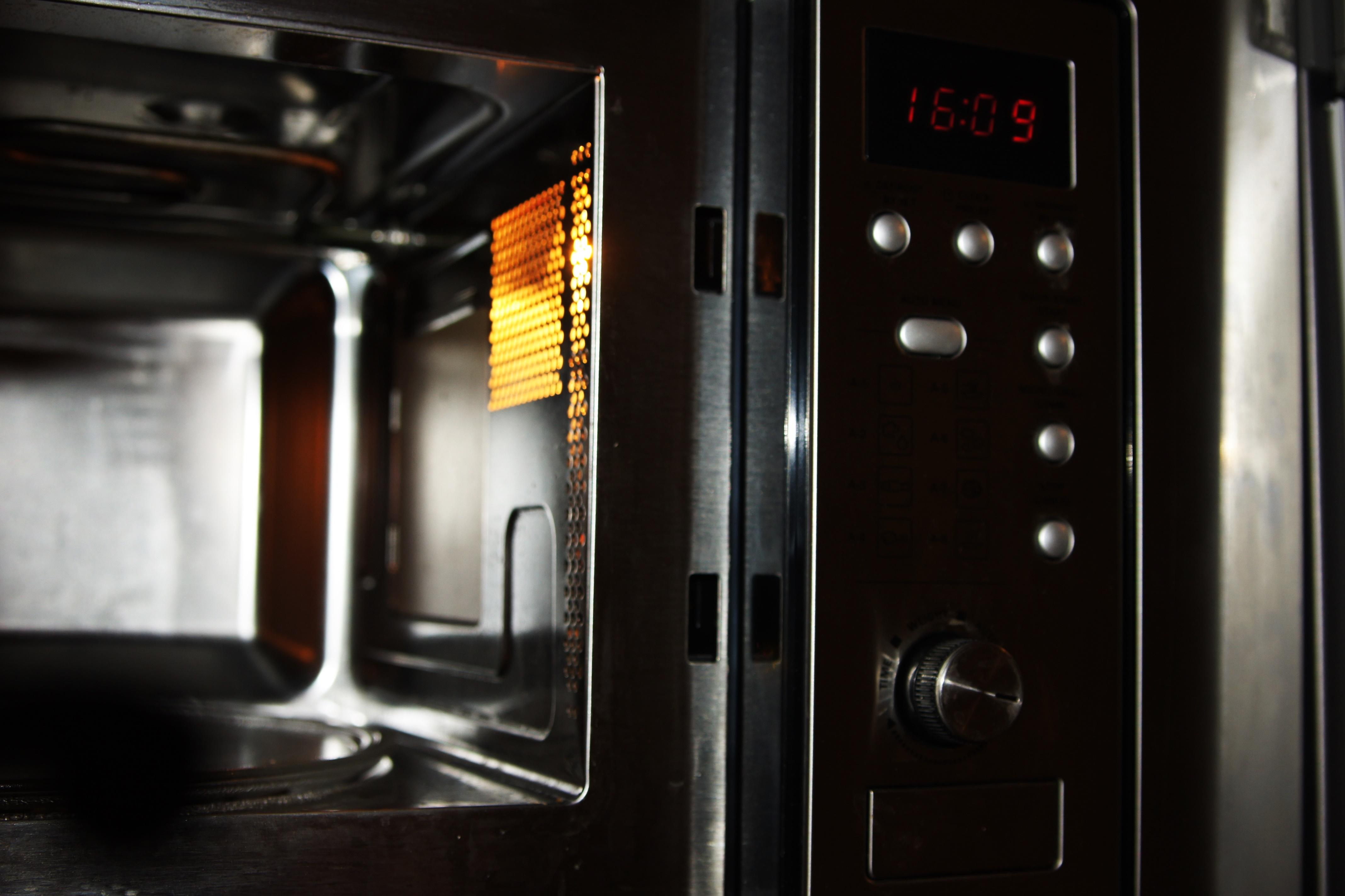 Kuchenka mikrofalowa Samsung CE107BAF-S recenzja sprzętu