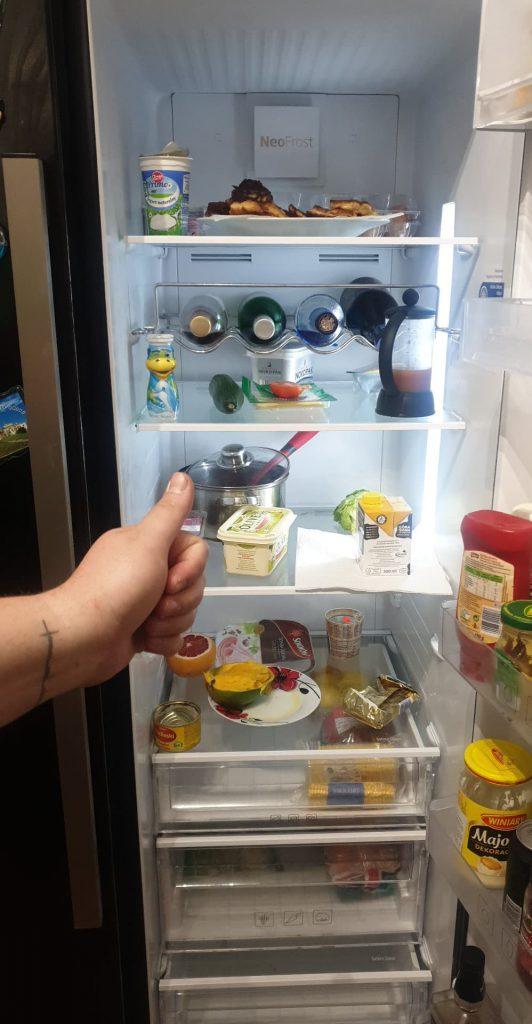 Wymiana półki w lodówce