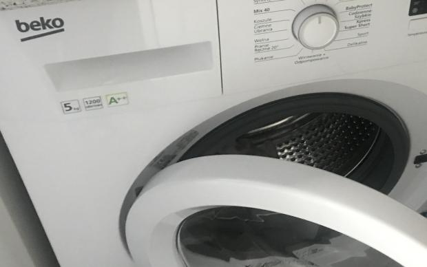 blokada drzwi do pralki beko