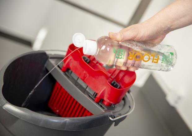 Profesjonalny środek do czyszczenia podłóg