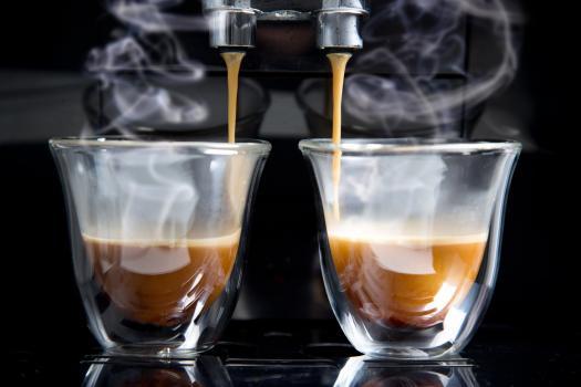 Czyszczenie dyszy spieniacza w ekspresach do kawy Siemens